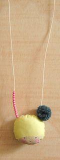 Collier pompon2